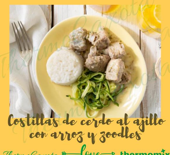 COSTILLAS DE CERDO AL AJILLO CON ARROZ Y ZOODLES