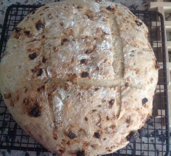 Pan con Centeno,nueces y pasas.