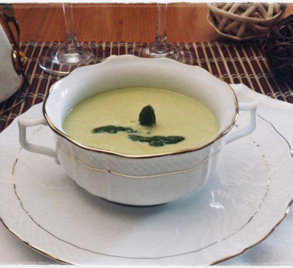 Crema ligera de espárragos verdes